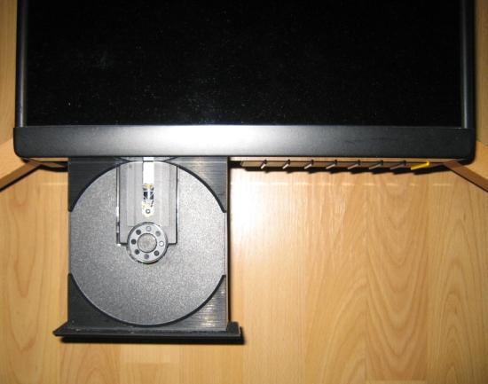 christiaan-audio-setup-meridian-506-in-spider-rack_0279_550pix