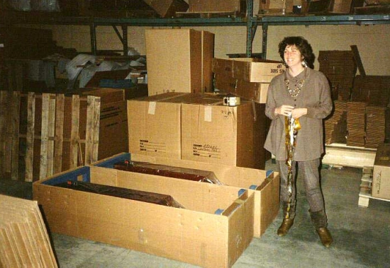 apogee_acoustic_factory (centaur majors in boxes and ribbons in hand) 550pix