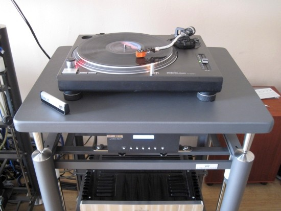 Turntables-compared-550pix IMG_3559
