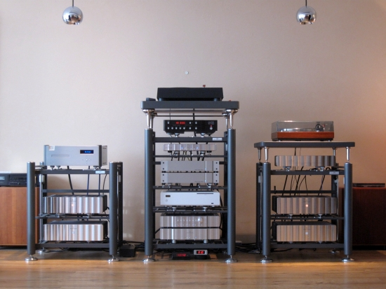 Turntables-compared-550pix IMG_4431