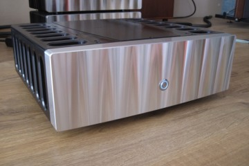 Jeff Rowland 725 mono power amplifiers