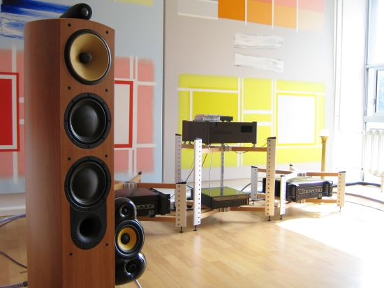 Finite_Elemente_Spider_B&W804_550pix christiaan audio setup 57